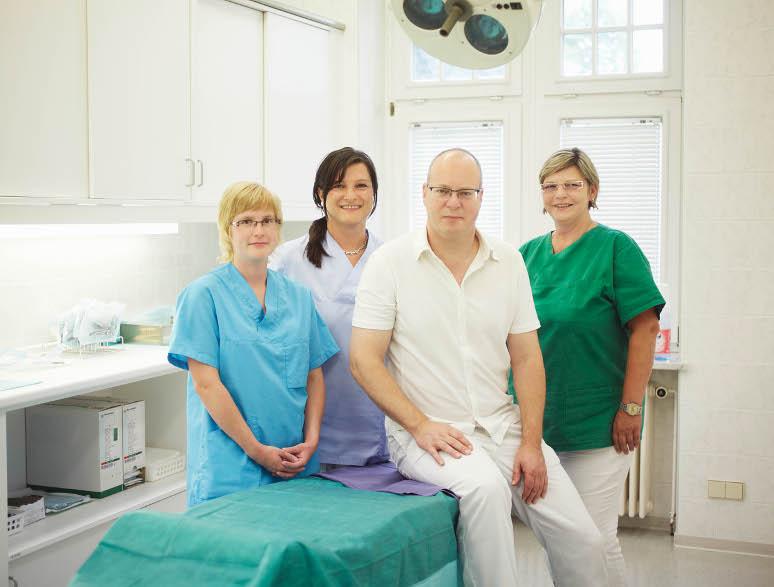 Dr. med. Jens Köhler mit seinem Praxisteam